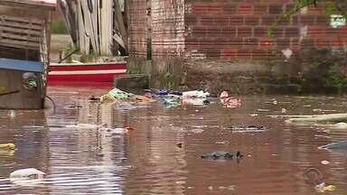 Chuva provoca cheia de rio e famílias são retiradas de casa em São Sebastião do Caí - Nível do Rio Caí chegou a 11,4 metros e é considerado em estado de inundação.