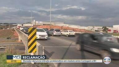 Telespectador reclama de viaduto em Contagem na rodovia 040 - Trânsito intenso é registrado todos os dias do local, morador denuncia que passagem de pedestres é pouco utilizada.