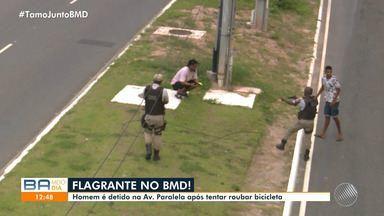 Equipe do BMD flagra policiais abordando homem suspeito de tentar roubar bicicleta - Ação aconteceu em Mussurunga, nesta quarta-feira (6).