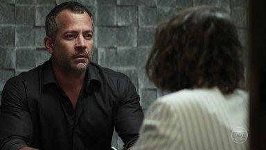 Agno diz que precisa ir atrás de hacker para atacar Fabiana - Josiane conta para Agno que existe uma possibilidade de tirar a fábrica de Fabiana