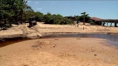Vestígios de óleo são observados em municípios perto do Espírito Santo - Óleo que atinge costa nordestina está se movimentando rumo ao Sudeste. O governo e prefeituras do Espírito Santo estão se preparando.