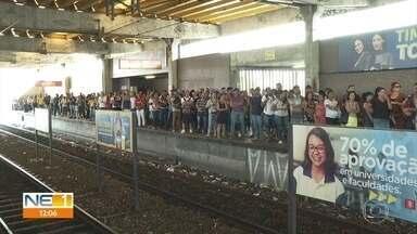 Falha em cabos paralisa Linha Centro do Metrô do Recife durante quase três horas - Passageiros enfrentaram sufoco até a circulação dos trens ser normalizada.