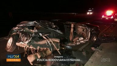 Batida entre carro e caminhão mata dois homens em Piraí do Sul - Acidente aconteceu na noite de quinta-feira (6). Vítimas eram passageiras do carro.