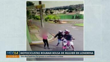 Mulher tem bolsa roubada por motociclistas em Londrina - Um dos ladrões foi preso. Imagens de câmeras de seguração flagraram a ação dos assaltantes.