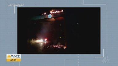 Parte de viaduto na BR-156 pega fogo e tráfego de veículos ficou interrompido por 4 horas - Fagulhas caíram sobre a pista.