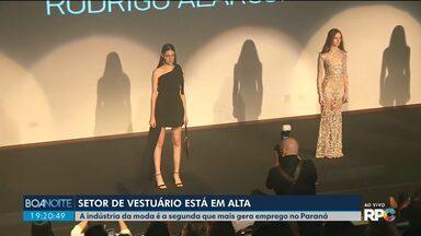 A indústria da moda é o segundo setor que mais gera emprego no Paraná - São mais de cinco mil indústrias, a maioria delas micro e pequenas empresas onde trabalham mais mulheres.