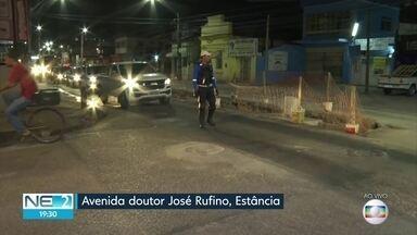 Obra no bairro da Estância complica trânsito na Zona Oeste do Recife - Serviço é realizado na Avenida Doutor José Rufino.