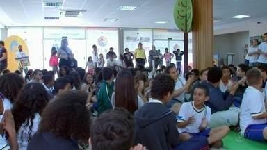Festival de Literatura de Lençóis Paulista prossegue até domingo - Evento com diversas atividades culturais tem como tema o escritor paulista Monteiro Lobato, com a participação especial dos personagens do Sítio do Pica-Pau Amarelo. Objetivo é divertir e incentivar a leitura.