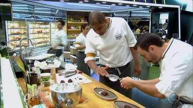 Acabou o tempo! Os participantes finalizam seus pratos - Será que todos conseguiram acabar a tempo?