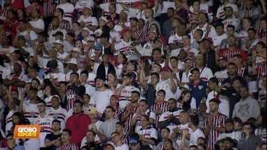 São Paulo perde para o Fluminense: jogadores lamentam, e torcida protesta - São Paulo perde para o Fluminense: jogadores lamentam, e torcida protesta