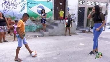 Kairo Lopes sonha em ser jogador de futebol e participa do projeto Quem É Bom Faz Sucesso - Niara Meireles visita o jovem cearense e conhece o trabalho de projeto social do bairro Bom Sucesso, em Fortaleza