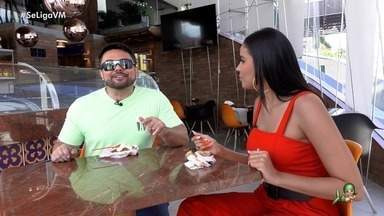 Daniel Viana e Niara Meireles se refrescam com sorvete nesse sabadão - Apresentadores também dão dica de curtição