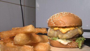 Bahia Rural ensina receita de hambúrguer com carne de cordeiro - Receita vem da região oeste da Bahia.