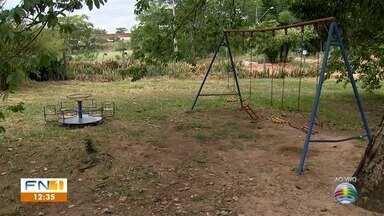 Moradores de Dracena reclamam de falta de manutenção em parquinho - Estrutura fica no Jardim Jussara.