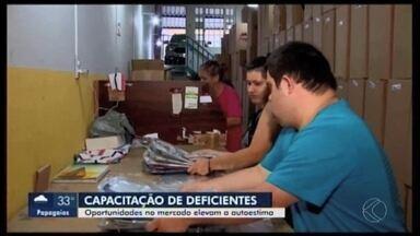 Capacitação profissional voltada para pessoas com deficiência dão resultado em Divinópolis - Psicóloga especialista em recursos humanos falou sobre o tema e também autoestima na hora de ingressar no mercado de trabalho.