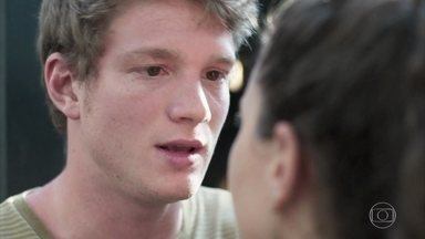 Filipe conta a Rita sobre a decisão de Lígia - Rita considera injusto ser proibida de visitar a filha por causa de Rui