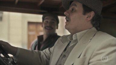Afonso pega a caminhonete nova - Alfredo faz companhia pra ele e conta de seus sonhos