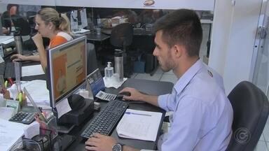 Mercado de trabalho exige qualificação continuada - Conseguir uma oportunidade de trabalho não significa o fim dos estudos. Levantamento mostra que até 2023 o Brasil vai precisar capacitar mais de 10 milhões de trabalhadores, principalmente em profissões ligadas à tecnologia.