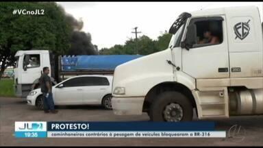 Protesto de caminhoneiros interdita trecho da BR-316 - Quem trafegou pela rodovia enfrentou momentos de transtorno.