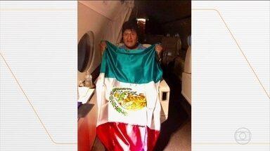 Evo Morales se exila no México depois de renunciar à presidência na Bolívia - Autoridades buscam uma saída constitucional para o vazio de poder, existe o temor de novos confrontos violentos em La Paz. Uma marcha de simpatizantes de Evo Morales deve chegar, nesta terça-feira (12), à cidade, onde a segurança foi reforçada. O ministro da Defesa, nomeado por Morales, renunciou ao cargo, depois que as Forças Armadas prometeram operações contra os que chamam de vândalos.