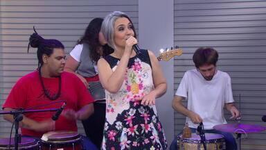 Cantora Adriana Deffenti volta a lançar álbum com apresentação em Porto Alegre - Show acontece na noite desta quarta-feira (13) no Theatro São Pedro.
