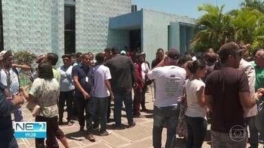 Moradores voltam a protestar contra aprovação de empréstimo de R$ 90 milhões à prefeitura - Prefeito é Lula Cabral (PSB).