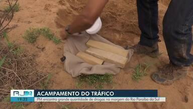 PM apreende grande quantidade de drogas em Campos - Operação aconteceu na comunidade da Portelinha.