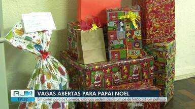 Crianças pedem desde pé de feijão até palhaço em cartas dos Correios em Campos - Moradores já lotam sede dos Correios para atender os pedidos das cartinhas.