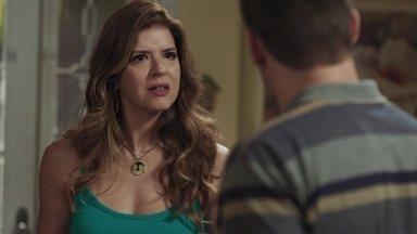 Carla não aceita o pedido de casamento de Marco - Ela se revolta ao saber que Thiago foi pressionar o major