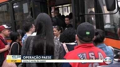 Feriado começa com transtornos no Metrô - Passageiros enfrentam lotação nos ônibus da Operação Paese na linha 2-Verde