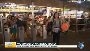 Confira o movimento no Terminal Rodoviário de Salvador neste feriado - Movimento intenso logo pela manhã desta sexta-feira (15).