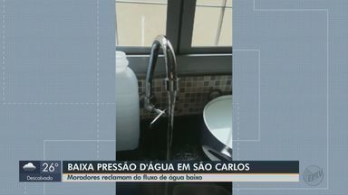 Fluxo baixo de água incomoda moradores de São Carlos - Em alguns bairros, a pressão da água está baixa e dificulta atividades cotidianas dos moradores.