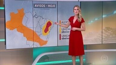 Risco de chuva e volumosa para parte do Sudeste - A chuva diminui hoje no Espírito Santo, mas amanhã volta a ficar forte e volumosa. Pode chover em parte do Centro-Oeste e do Norte. No Nordeste o tempo fica firme.