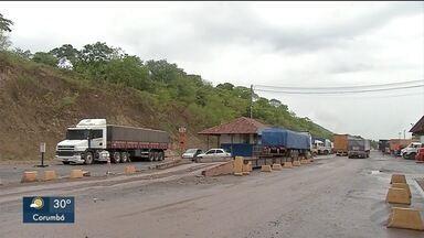 Movimento no porto seco de Corumbá é baixo no feriado - Muitos caminhoneiros tem receio de seguir viagem para a Bolívia