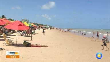Orla de João Pessoa fica cheia nesta sexta-feira - A gente mostra, ao vivo, como o pessoense e turistas curtiram a praia.