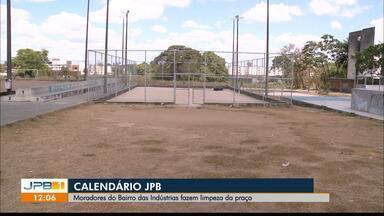 Moradores do Bairro das Indústrias fazem limpeza de praça - Calendário JPB vai mais uma vez cobrar uma solução do poder público.