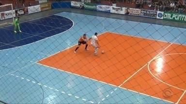 AMF de Marau vence ACBF de Carlos Barbosa - Equipe saiu na frente pela disputa da semifinal da Liga Gaúcha de Futsal.