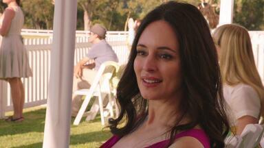 Confiança - Emily está de olho no próximo alvo, Bill Harmon, um amigo da família que testemunhou no julgamento do pai dela. Emily usa a ligação que tem com Nolan para se dar bem no esquema.