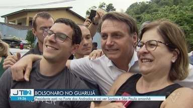 Jair Bolsonaro chega em Guarujá para passar o feriado na praia - Ele deve permanecer no litoral paulista até domingo (17).