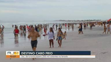 Secretaria de turismo espera 200 mil visitantes no feriadão em Cabo Frio - Assista a seguir.