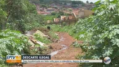 Área é transformada em 'lixão a céu aberto' na zona Norte de Ribeirão Preto - Problema ocorre há pelo menos dois anos no bairro Ipiranga.