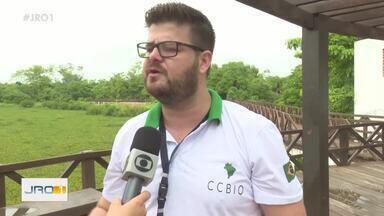 Projeto de biodiversidade em Ji-Paraná - Alunos aprendem a fazer coleta de lixo e também têm contato com animais silvestres.