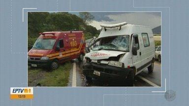 Motorista de ambulância perde controle em aquaplanagem e bate contra caminhão na BR-491 - Motorista de ambulância perde controle em aquaplanagem e bate contra caminhão na BR-491