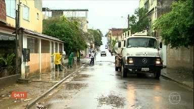 Homem morre afogado dentro de uma casa em Cariacica (ES) - Em todo o Espírito Santo, cerca de 500 pessoas foram obrigadas a deixar as casas por risco de enchente ou deslizamento.