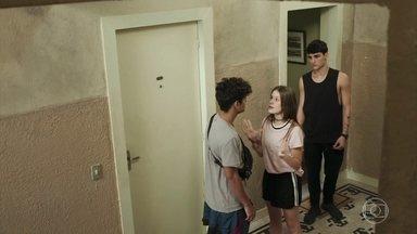Anjinha se ofende com as desconfianças de Cléber e Marco - Irritada, ela vai embora com Tatoo e deixa o namorado e o pai sozinhos