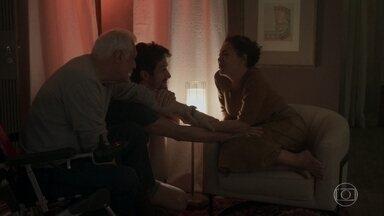 Marcos e Alberto dão apoio a Nana - Nana não vê mais sentido em continuar sua relação com Diogo