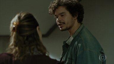 Sônia procura Giraia para conseguir remédio - Valquíria é confrontada por outra aluna na escola