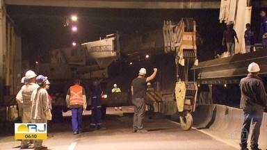 Túnel Rafael Mascarenhas ficará fechado na madrugada de sexta (22) pra obras - O túnel ficará interditado para reparo na cobertura. O trânsito deve ficar esquema siga e pare pelo viaduto Graça Couto, na Gávea. A primeira interdição aconteceu na madrugada desta quarta-feira (20).