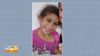 Justiça decreta prisão de casal suspeito de matar menina de 3 anos na Zona Leste - A Justiça determinou a prisão temporária da mãe e do padrasto da menina Micaelly de Souza Santos, de três anos. Ela morreu depois de ficar internada em um hospital na Zona Leste por maus tratos.