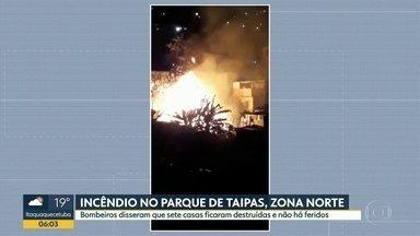 Incêndio no Parque de Taipas, na zona norte - Bombeiros disseram que sete casas ficaram destruídas e não houve feridos.